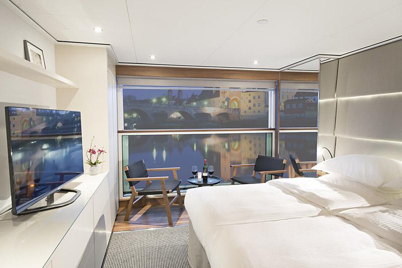 Emerald-Waterways---Balcony-Suite