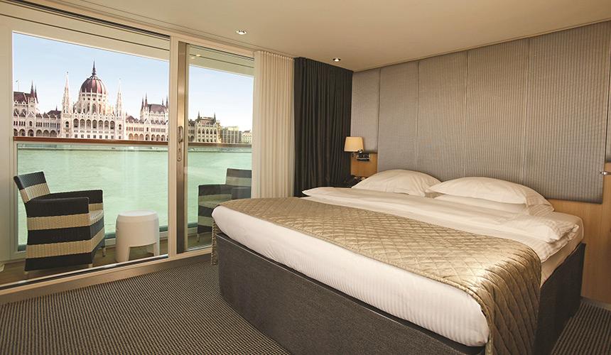 Scenic-Cruises---Balcony-Suite